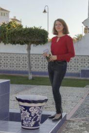 Nina-Vera-autora-Amores-enganos_1352874896_99563804_1024x1536